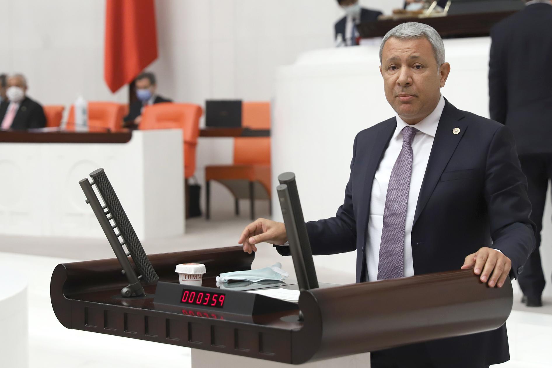"""""""Türkiye'yi şantiye alanına çevirdiler"""""""
