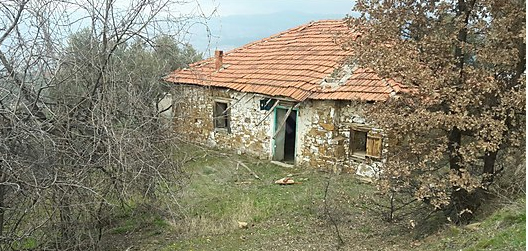 19.027 m2 kargir ev ve tarla icradan satılıktır