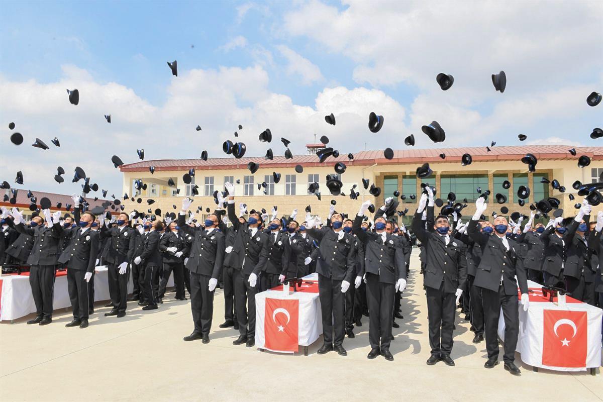 POLİS ADAYLARININ MEZUNİYET SEVİNCİ