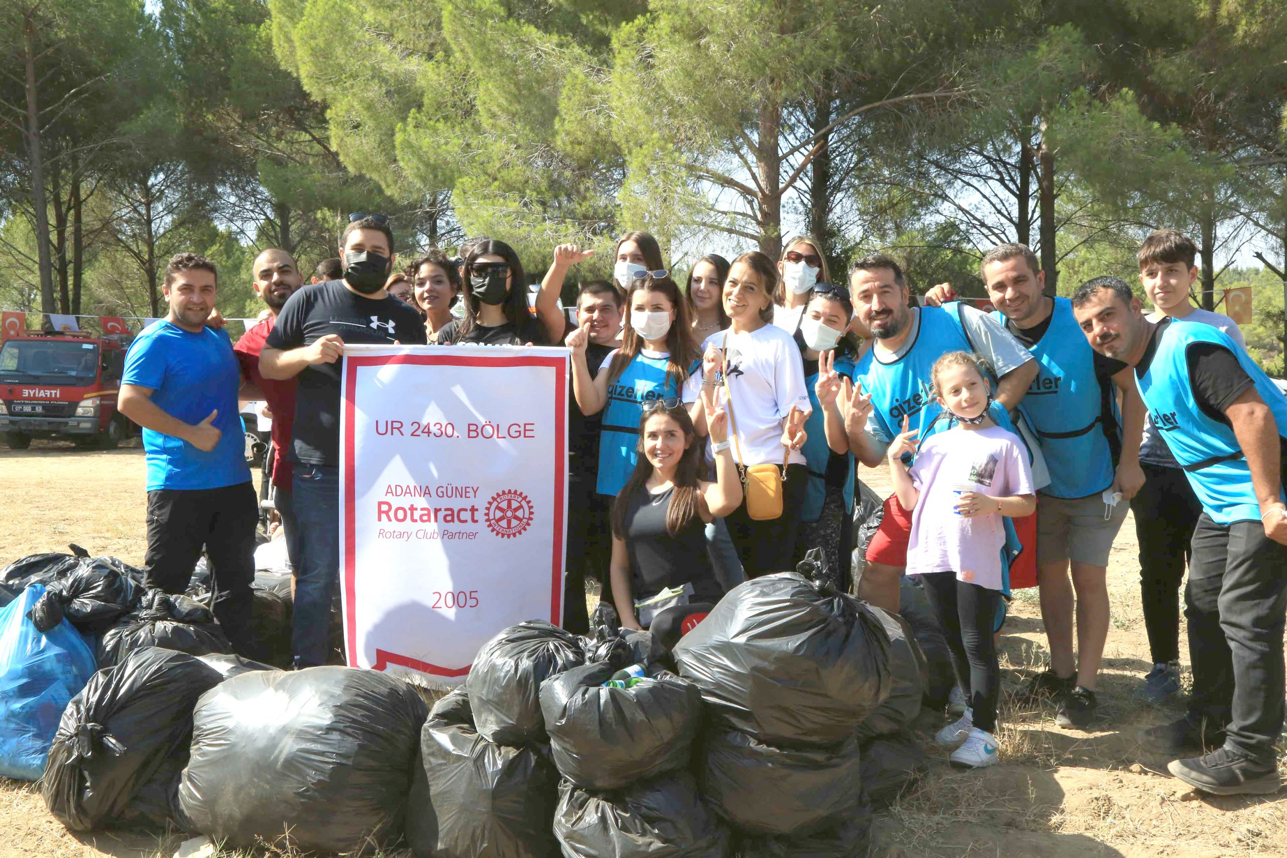 Gönüllüler Adana'da 1 ton katı atık topladı